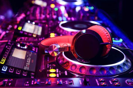 Photo free headphones, player