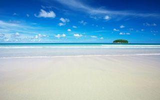 Фото бесплатно тропики, берег, песок, белый, море, волны, остров, небо, облака