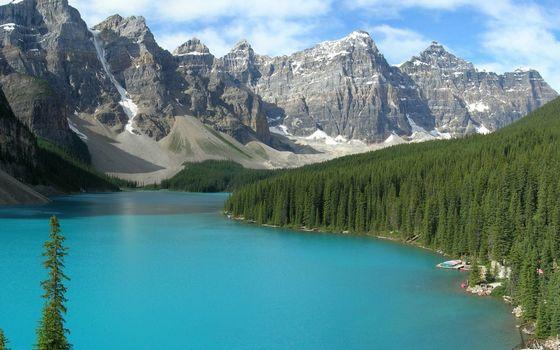 Бесплатные фото озеро голубое,берег,лес,деревья,горы,скалы,снег,небо