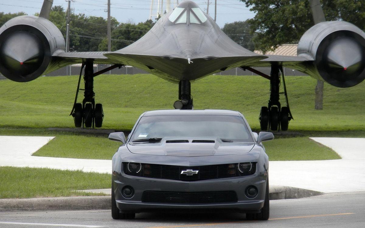 Фото бесплатно шевроле камаро, черная, фары, решетка, самолет, стелс, турбины, машины
