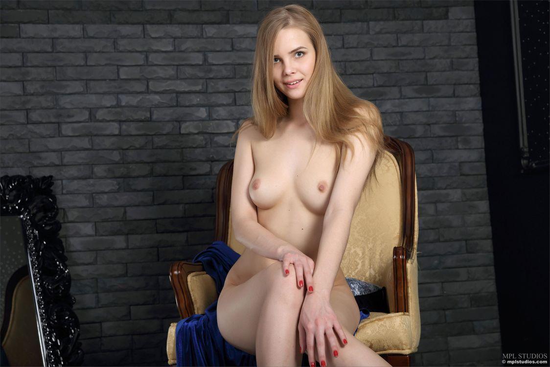 Обои carolina, красотка, голая, голая девушка, обнаженная девушка, позы, поза, сексуальная девушка, эротика на телефон | картинки эротика
