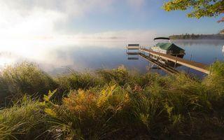 Фото бесплатно берег, трава, мостик, лодка, озеро, дымка