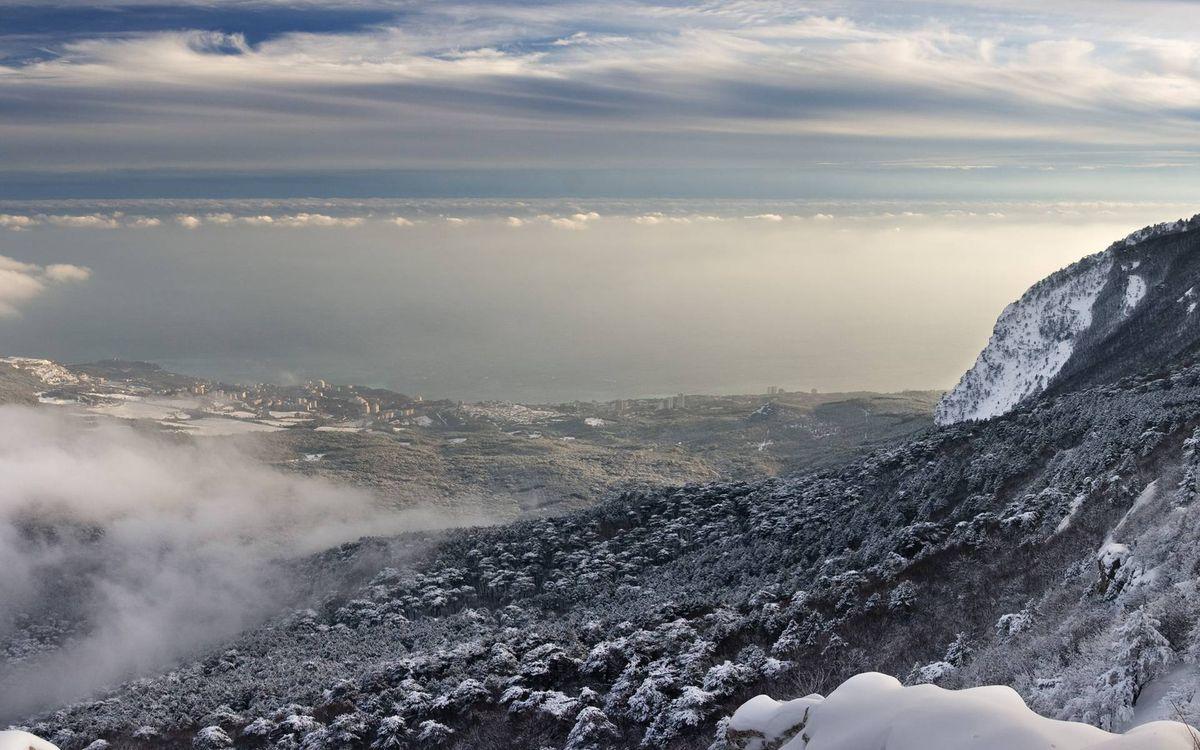 Фото бесплатно горы, вершина, растительность, снег, облака, природа