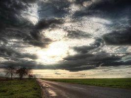Заставки удивительный пейзаж,дорога,поле,простор,небо,тучи,солнце
