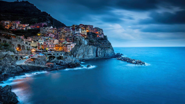 Фото бесплатно Manarola, Cinque Terre, Italy, Ligurian Sea, Манарола, Чинкве-Терре, Италия, Лигурийское море, скалы, море, здания, пейзаж, побережье, город