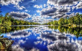 Фото бесплатно озеро, отражение, берег, деревья, небо, облака