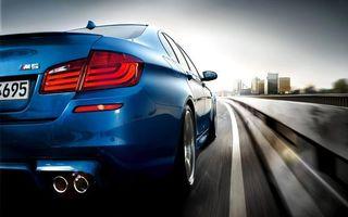 Бесплатные фото бмв м5, синяя, фонари, выхлоп, дорога, скорость