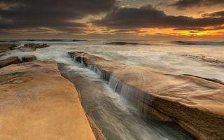 Бесплатные фото побережье,море,скала,прилив,вечер,закат,небо