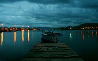 Бесплатные фото вечер,мостик,пристань,лодка,озеро,берега,фонари