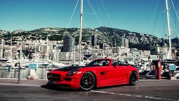 Бесплатные фото Mercedes-Benz,красный,черный капот,тюнинг,город,дома,берег