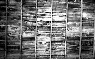 Бесплатные фото стена,доски,старые,щели,кирпич,кладка,черно-белое