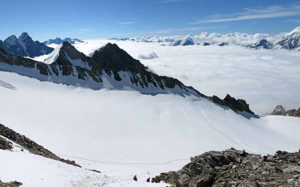 Фото бесплатно горы, вершины, снег, камни, облака, небо, природа