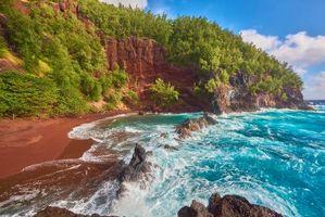 Бесплатные фото море,берег,волны,скалы,горы,деревья,пейзаж