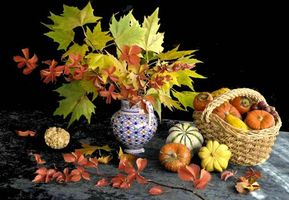 Photo free table, vase, leaves