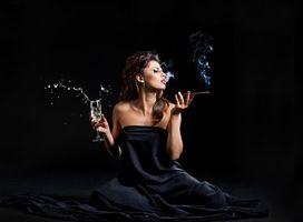 Фото бесплатно модель, сигарета, стакан