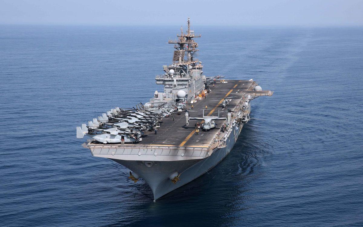Обои авианосец, корабль, палуба, самолеты, вертолеты, люди, море на телефон | картинки оружие