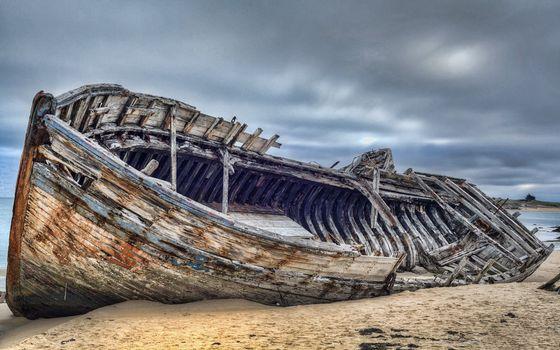 Фото бесплатно остов корабля, дерево, песок