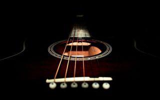 Бесплатные фото гитара,черная,дека,струны,гриф,лады