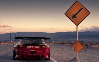 Фото бесплатно автомобиль, тюнинг, спойлер, фонари, обвес, выхлоп, дорога, дорожный знак, столбы