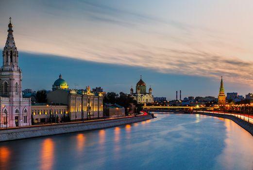 Фото бесплатно Берега Москвы-реки, ведущих к Храма Христа Спасителя в Москве, Россия