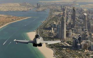 Фото бесплатно самолет, истребитель, кабина, крылья, полет, город