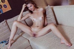 Эмма Свит выставляет свое красивое тело