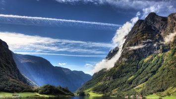 Photo free mountains, river, buildings