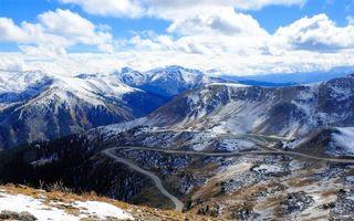 Бесплатные фото горы,трава,снег,дорога,перевал,небо,облака