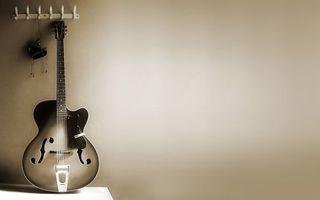 Фото бесплатно вешалка, гитара, струны