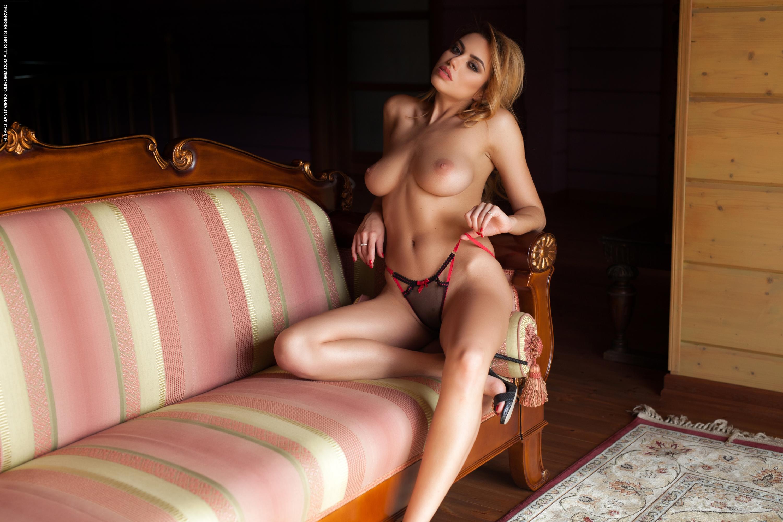 Margot, красотка, голая