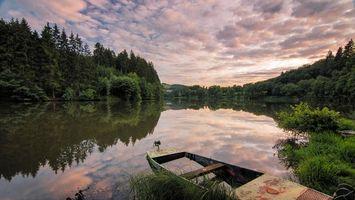 Бесплатные фото закат,река,берег,лодка,лес,деревья,пейзаж