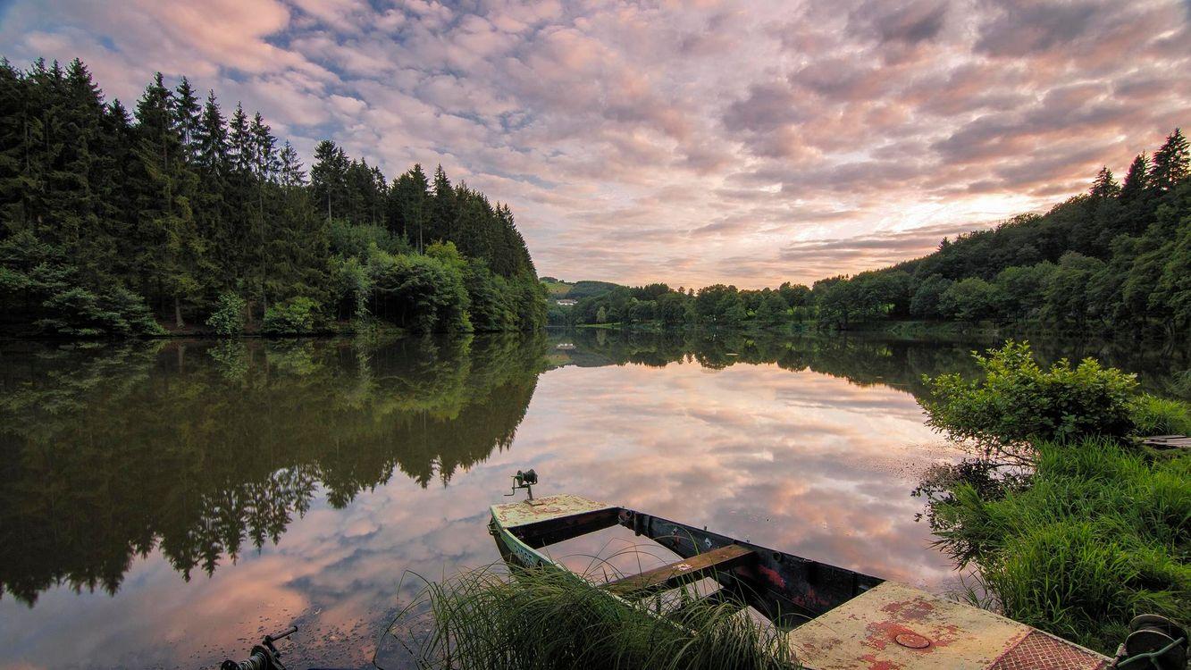 Фото бесплатно закат, река, берег, лодка, лес, деревья, пейзаж, пейзажи