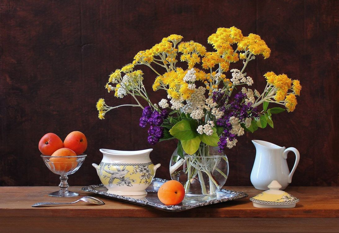 Фото бесплатно абрикосы, цветы, натюрморт, поднос, сахарница - на рабочий стол