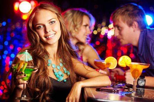 Бесплатные фото девушка,красотка,улыбка,настроение