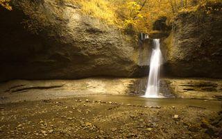 Бесплатные фото скала,камни,река,водопад,трава,деревья
