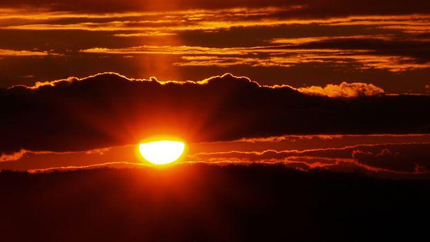 Фото бесплатно закат солнца, тучи, просвет