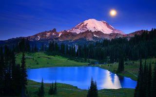 Бесплатные фото озеро,деревья,горы,вершина,снег,небо,луна