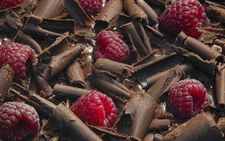 Бесплатные фото шоколад,стружка,ягода,малина,десерт,сладость