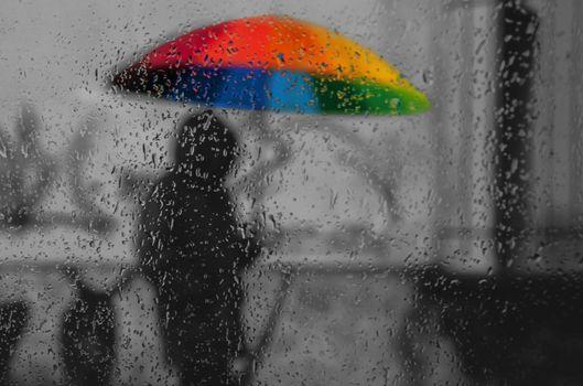 Бесплатные фото яркий зонтик,стекла,дождь,капли