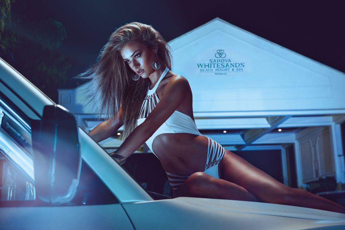 Фото бесплатно девушка, на капоте автомобиля - на рабочий стол