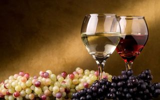 Бесплатные фото бокалы,вино,красное,белое,виноград,грозди