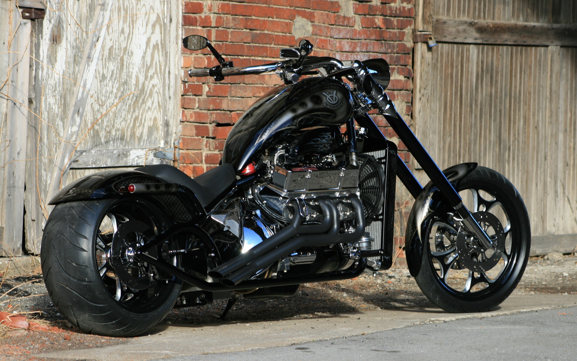 Обои Чёрный V8-Choppers, байк, мотоцикл, строение