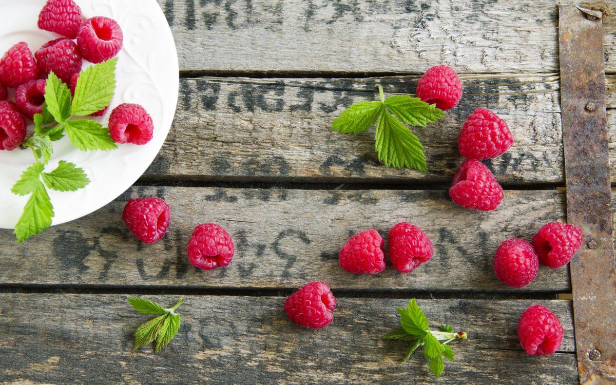 Фото бесплатно ягоды, малина, тарелка, стол, еда