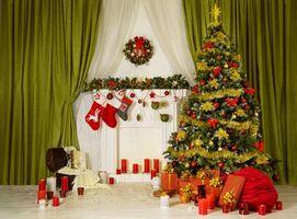 Фото бесплатно Новогодняя елка в интерьере, новый год, новогодняя ёлка, интерьер, камин, подарки