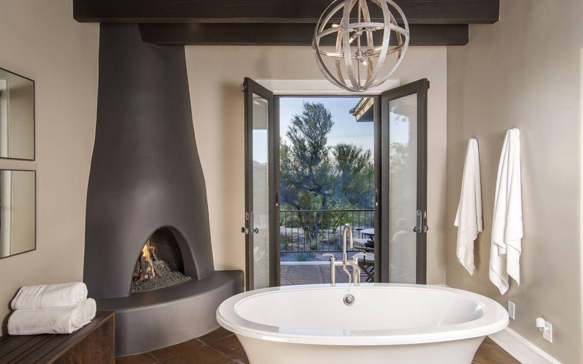Фото бесплатно ванная, камин, балкон, интерьер