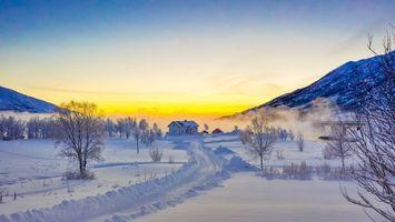 Фото бесплатно Лофотены, Норвегия, зима, закат, снег, дорога, дома, горы, деревья, пейзаж