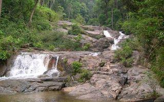 Фото бесплатно горы, лес, трава, камни, река, водопад