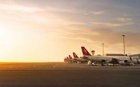 Фото бесплатно аэропорт, самолеты, трапы