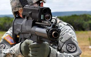 Фото бесплатно солдат, шлем, форма, автомат, прицел, ствол