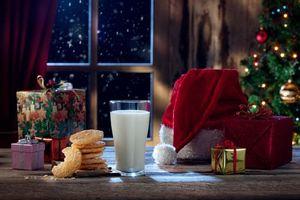 Бесплатные фото новогодний стол,новый год,праздничное настроение,подарки,Рождество,фон,дизайн